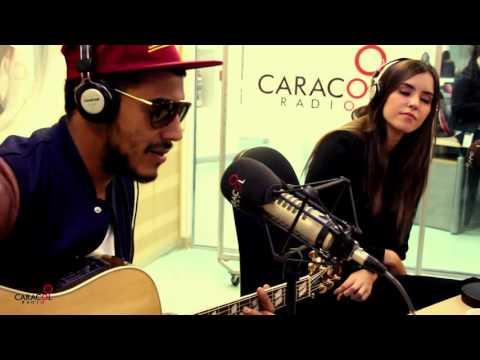 Manuel Medrano le canta 'Una y otra vez' a Paulina Vega