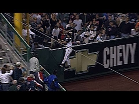 Brian Giles reaches INTO THE STANDS to rob Brandon Phillips of a home run