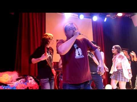 """Manolito Metal y el Inquebrantable McGinty cantan """"Thunderstruck"""" en AK Madrid Octubre 2010"""