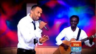 Craig David Performes