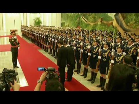 Премьер-министр России Дмитрий Медведев, завершает свой официальный визит в Китай.