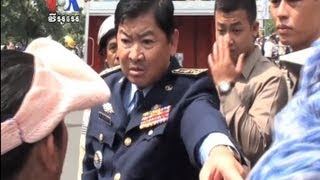 Before Water Canons, a Clash With a Police Chief (Cambodia news in Khmer)