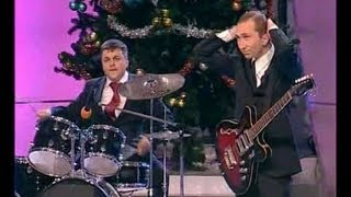 КВН Медведев и Путин лабают рок(смотрите другие миниатюры КВН здесь http://www.youtube.com/playlist?list=PL247AE50AF1FE4840 Подпишись на новые видео КВН - http://bit.ly/I..., 2012-03-22T10:15:54.000Z)