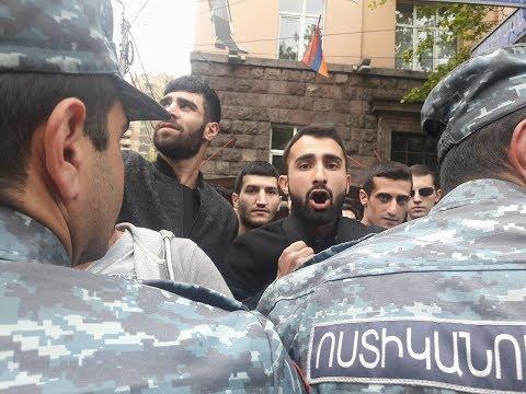 РЕВОЛЮЦИЯ ПЕШЕХОДОВ. Протестующие побеждают полицию.  Романов  Newsader