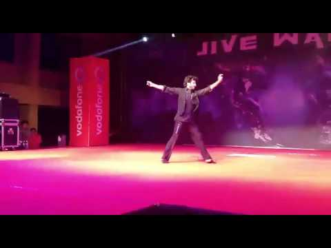 Devesh Mirchandani performing at Symbiosis University Pune for Neev 2013