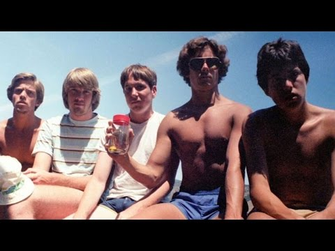 Thumbnail: Meet These 5 Friends Who Reunite for a Photo Every 5 Years