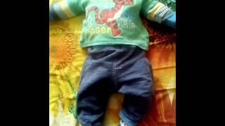 Как научить ребёнка переворачиваться на живот(В этом ролике я покажу Вам упражнение для переворота ребеночка со спины на живот., 2016-03-13T10:08:15.000Z)