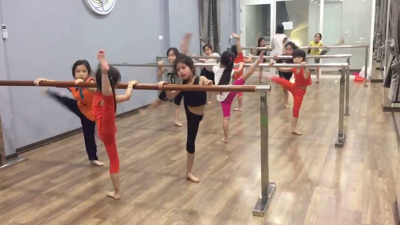 Giờ học múa Ballet cơ bản