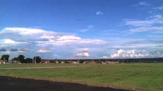 Decolagem e rasante de um Cessna Caravan C208 600hp Turboprop
