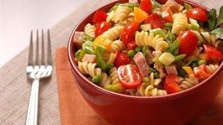 Итальянский салат с ветчиной сыром и овощами