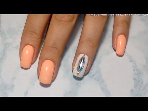Персиковый лак для ногтей