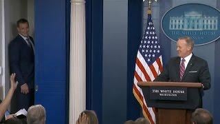 Rob Gronkowski crashes Sean Spicer's White House press briefing