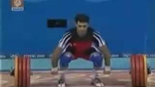 رياضي ايراني يتوسل بغير الله وانظر ماذا حصل
