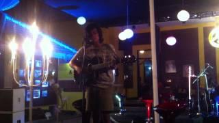 Baixar Ismam Saurus - Sahabat (Live at Friends Forever Cafe)