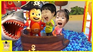 Indoor Playground Fun for Kids Finger Family Song Play Slide Wood Colors Ball | MariAndKids Toys