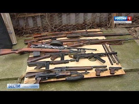 ФСБ изъяла арсенал оружия из подпольной мастерской в Севастополе. Эксклюзивные кадры