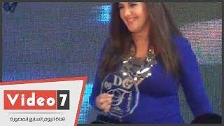 بالفيديو.. شاهد « دنيا سمير غانم » بعد ظهور علامات الحمل بحفل « دير جست »