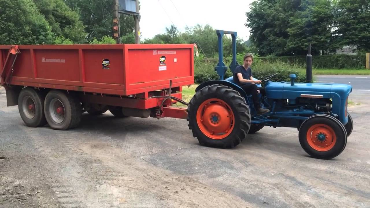 Tractor Pulling Trailer : Fordson dexta tractor pulling a tonne dump trailer