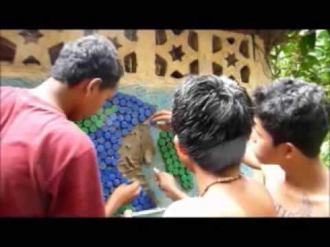 Instrucciones para hacer un mural de tapones de plastico for Para desarrollar un parque ajardinado