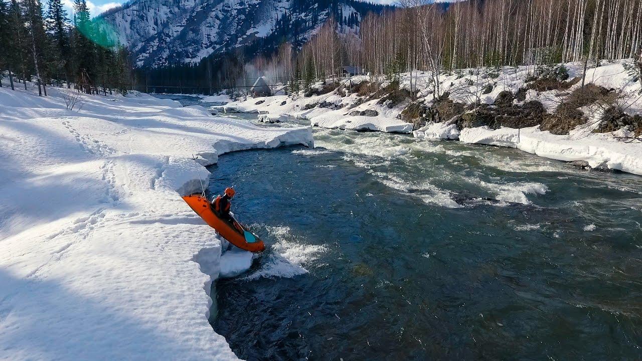 Пакрафтинг на апрельском Казыре часть 3 Вода Packrafting in Siberia English sub