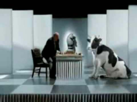 Kortchnnoi is defeated by a cow in a chess game TV ad