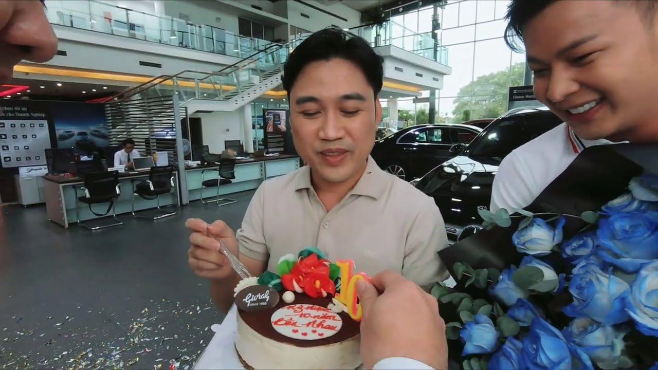 Don Nguyễn được người yêu điển trai tặng xe Mercedes kỷ niệm 10 năm quen nhau