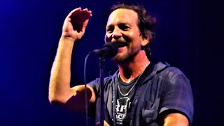 The charismatic Mr Eddie Vedder: Dance Of The Clairvoyants