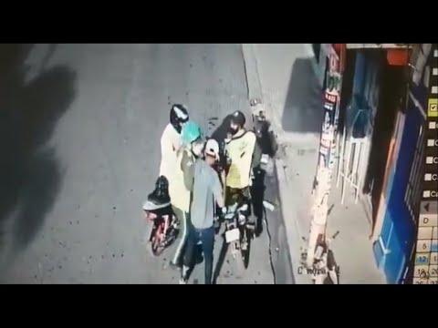 Video: Desconocidos asaltan a dos agentes de DIGESETT en La Romana.