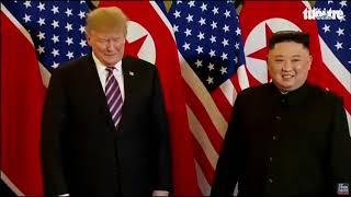 Khoảnh khắc hai ông Trump - Kim bắt tay tại Hà Nội