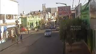 Video: Dos motos chocan y una casi atropella a peatones
