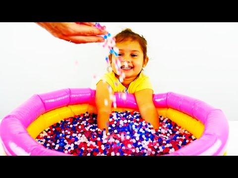 Видео: Игрушки из мультиков. Бассейн с шариками ORBEEZ. Поиграйка с Селин