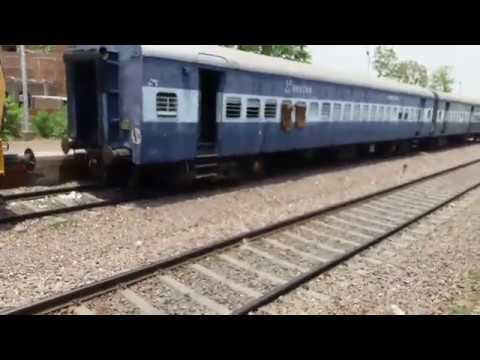 WDM 3D 13168 agra kolkata express over taking chhapar farrukhabad utsarg express cross at mandhana