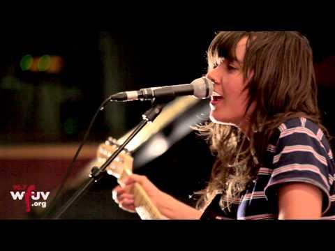 """Courtney Barnett - """"Avant Gardener"""" (Electric Lady Sessions)"""