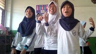 Kehebohan di kelas  lagu one direction style my girl