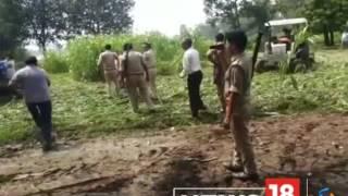 VIDEO: पुलिस के सामने महिला को ट्रैक्टर से कुचलने का प्रयास, देखते रहे अफसर