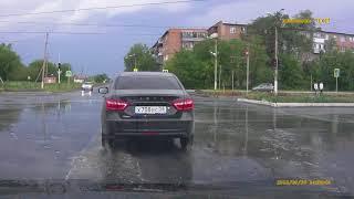 Видео. Мотоциклист перевернулся на перекрестке