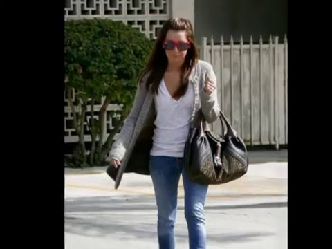 Ashley Tisdale go with her manager  to 101 Cafe Cute