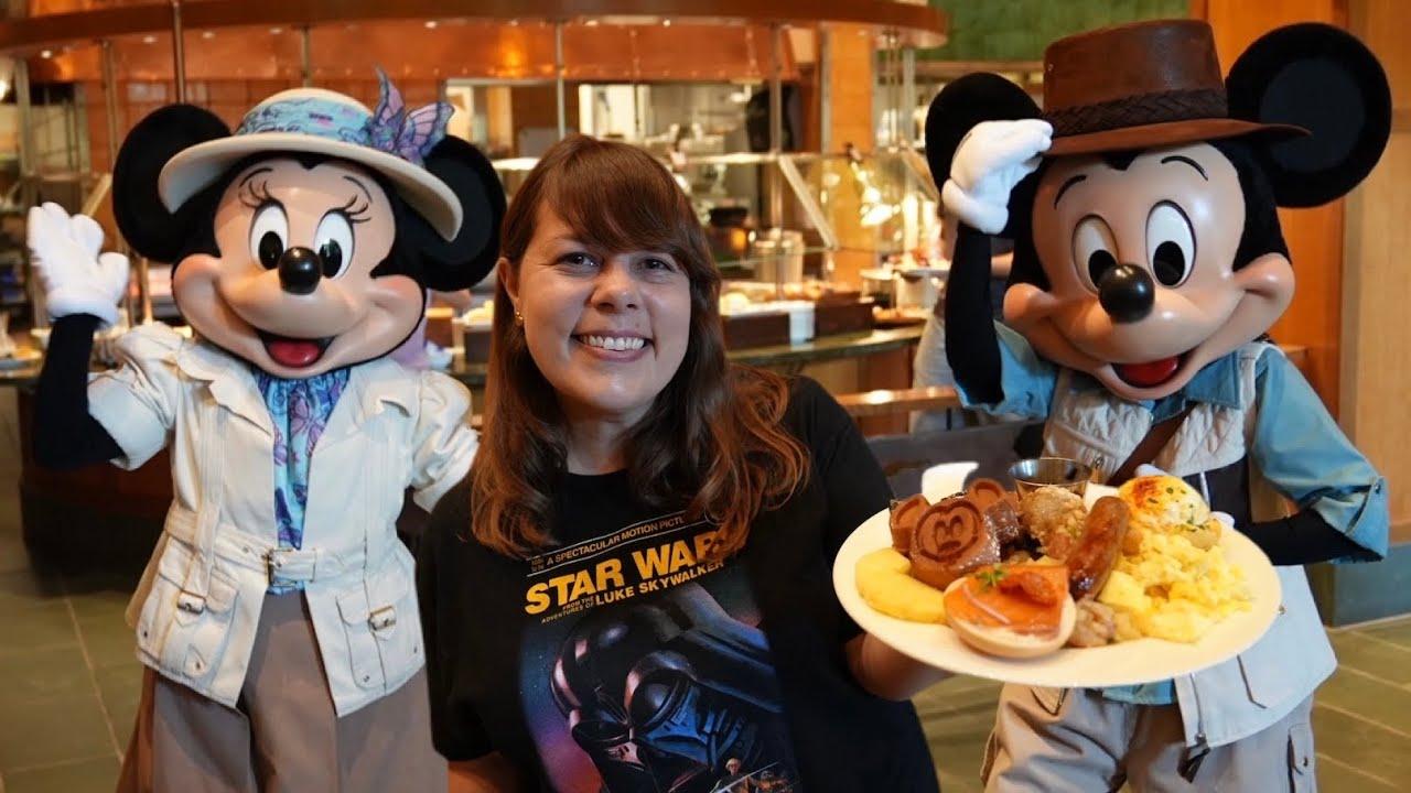 Disneyland Character Dining Returns… But Is It Good? [Storyteller Cafe]
