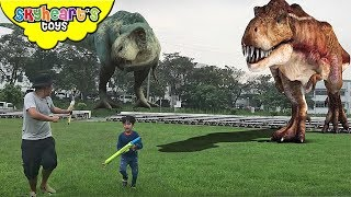 Escape from T-REX Chase! Skyheart Daddy runs from dinosaurs for kids toys battle fight