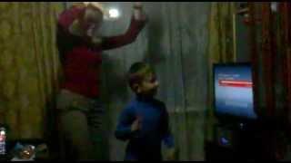 Мама с сыночком. Мы любим танцевать...