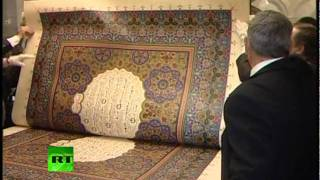 Video: World's biggest Quran in Russia's hands
