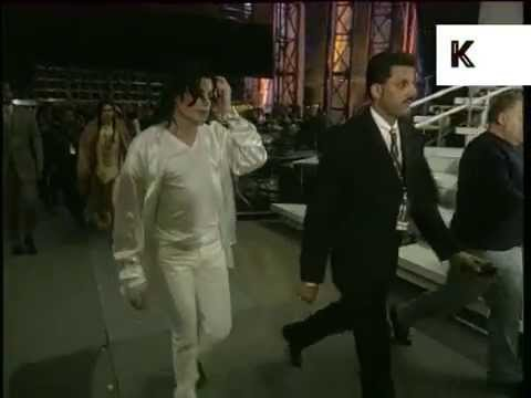 1996 Brit Awards, Michael Jackson Backstage