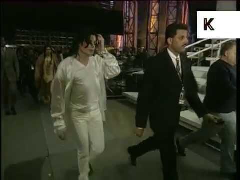 1996 Brit Awards, Michael Jackson Backstage