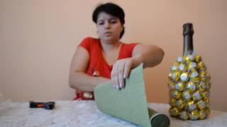 видео Украсить шампанское на Новый Год своими руками из конфет в виде ананаса, пошаговая инструкция
