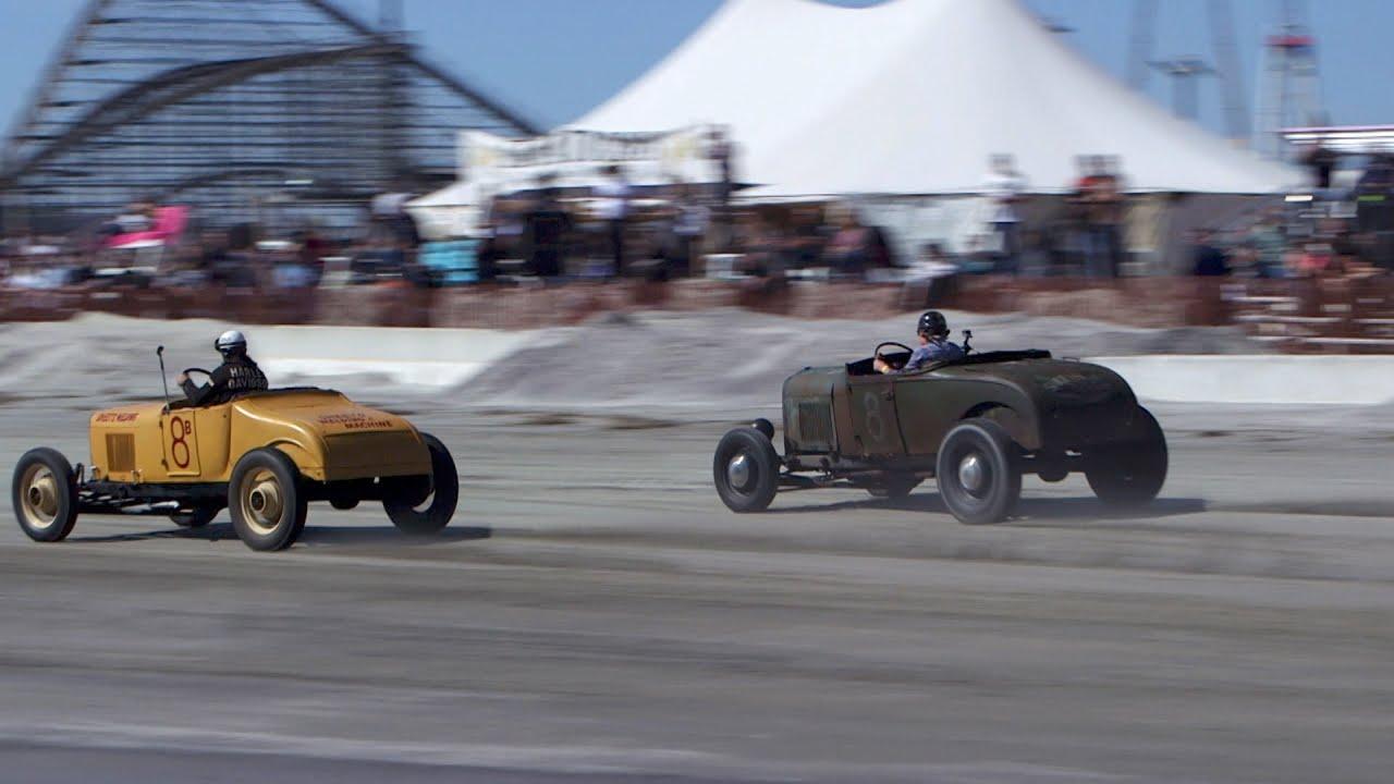 Drag Racing on the Beach - YouTube