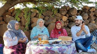 أجواء و طريقة غسل القمح و تجفيفه مع عائلة لالة حادة