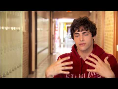 """When The Game Stands Tall: Matthew Daddario """"Danny Ladouceur"""" Behind The Scenes Interview"""