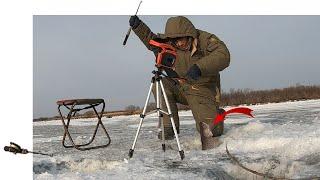 Попал на СУПЕР КЛЁВ РЫБА подо льдом КИШИТ Зимняя Рыбалка