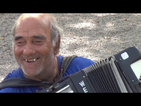 Busking in Bordeaux with a Concertina  19th August 2016