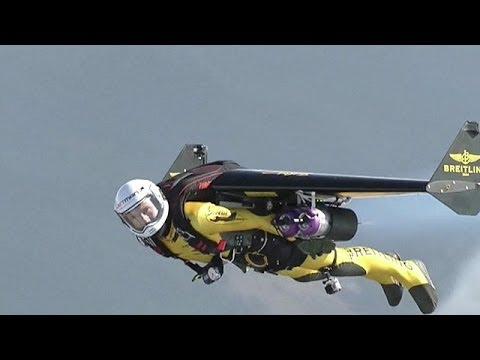 'Jetman', el hombre pájaro que vuela a 300 km/h BBC MUNDO